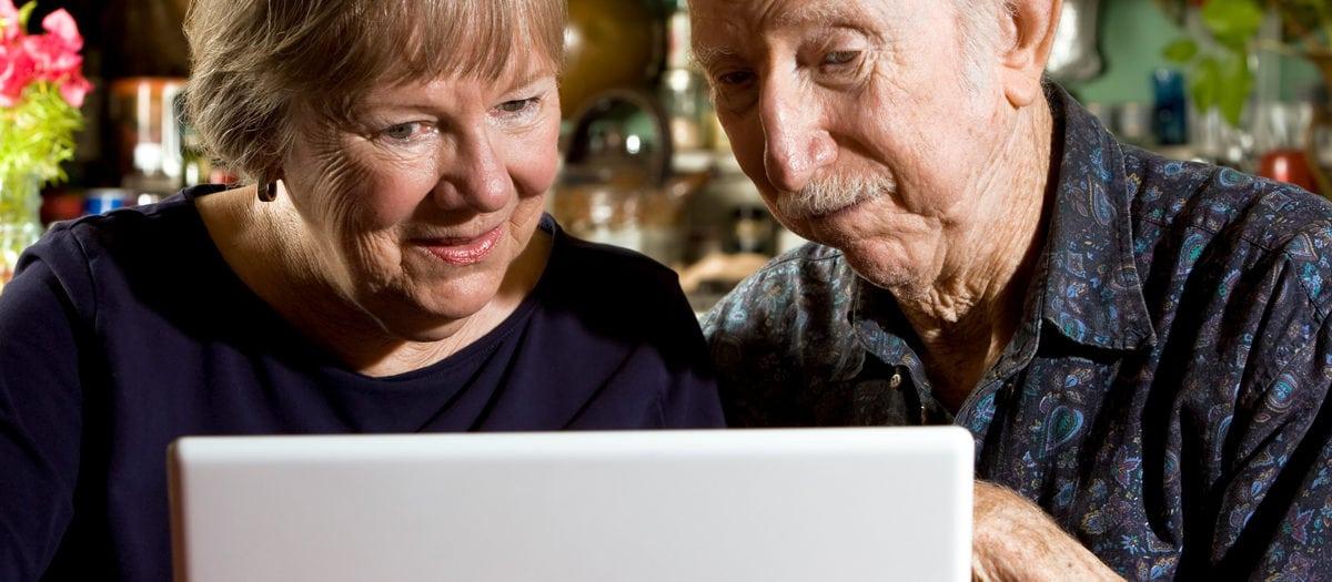 Äldre vid dator