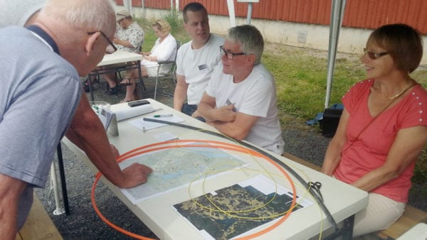 Planerna på ett byanät visas upp för bygden kring Näshulta.