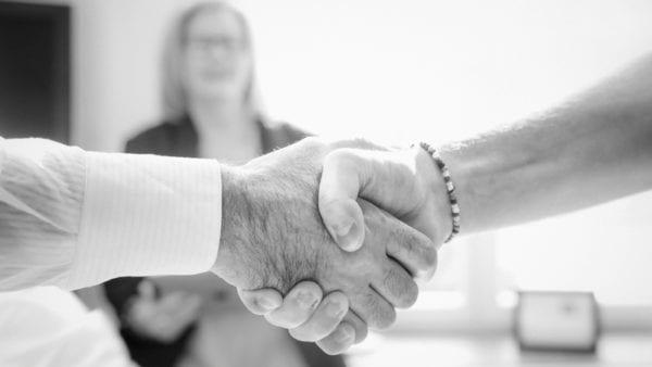 Tar i hand efter påskrivet avtal